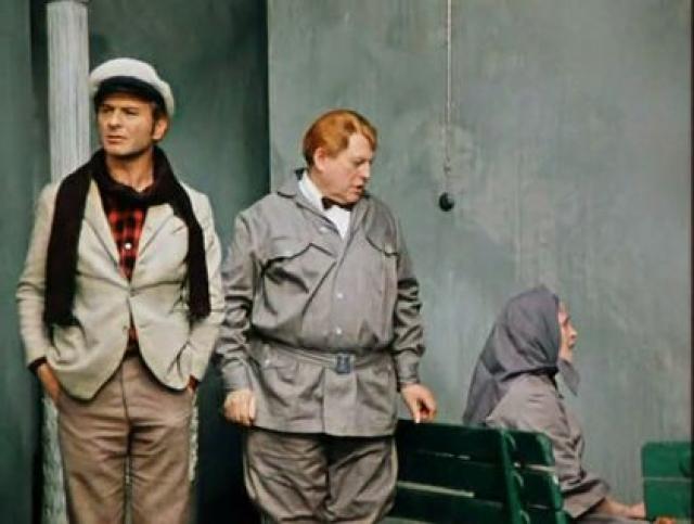 Илья Ильф и Евгений Петров, чтобы подчеркнуть отношение Остапа Шора к уголовному розыску, вводят в роман целый ряд намеков и конкретных фраз Бендера, показывающих его профессиональным сыщиком.