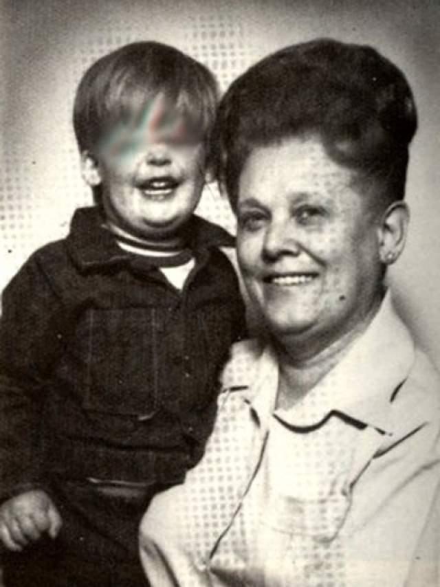 В апреле 1982 года Доротея стала жить с Рут Монро, своей 61-летней подругой. Вскоре Рут умирает от передозировки кодеином и парацетамолом. Пуэнте говорит полиции, что у несчастной была депрессия из-за тяжелого состояния ее мужа, который вот-вот должен был скончаться. И дальше - больше.