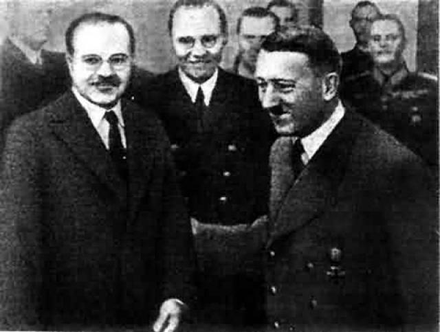 """Фюрер, раздраженный упорством Молотова по вопросам о Финляндии и Румынии, настаивал - """"и вместо того, чтобы и далее продолжать чисто теоретическую дискуссию, лучше было бы обратиться к более важным проблемам"""", - имея в виду стратегическое разделение мирового пространства на сферы влияния."""