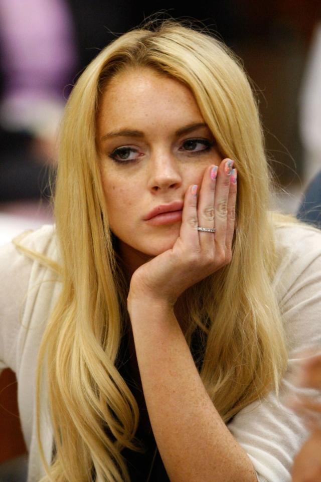 """Линдси Лохан. Пожалуй, актриса и певица самая """"плохая"""" девочка Голливуда, причем остается таковой и по сей день. Девушка неоднократно попадала в суд из-за злоупотребления алкоголем и ношения пакетиков с кокаином в карманах."""