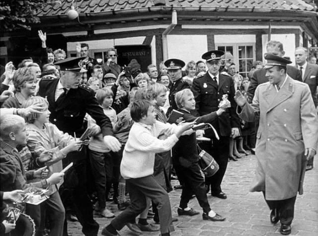 Гагарин и английские мальчишки.