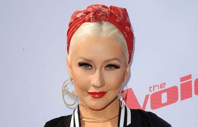 Журнал Rolling Stone назвал ее одной из 100 величайших исполнителей всех времен.