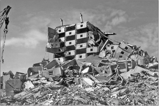 Мало кто сразу понял, что это землетрясение. Многие решили, что началась война, и город бомбят: еще с начала XX века у армян был территориальный спор за Нагорный Карабах с соседним Азербайджаном.