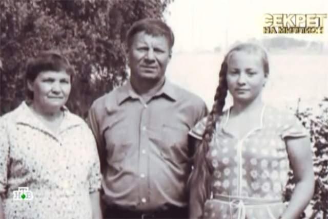 Еще до ее рождения от удара током погиб её младший брат, средний умер в 25 лет из-за заболевания сердца. Старший - не дожил до 50 лет, а мама актрисы пережила старшего сына всего на год.