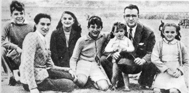 Родители Эрнесто Че Гевары. Родители будущего революционера были людьми среднего достатка: отец, Эрнесто Гевара Линч, ирландского происхождения, работал инженером по гражданской специальности, а мать, Селия де ла Серна, имела испанские корни и воспитывала пятерых детей.