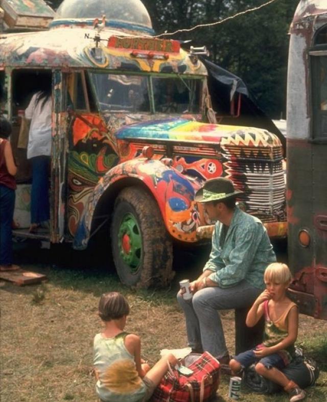 """На """"Вудсток"""" съехались большинство известных артистов. Отказались только Led Zeppelin и Jethro Tull. Группы Moody Blues и Bob Dylan согласились, но по разным причинам не доехали."""