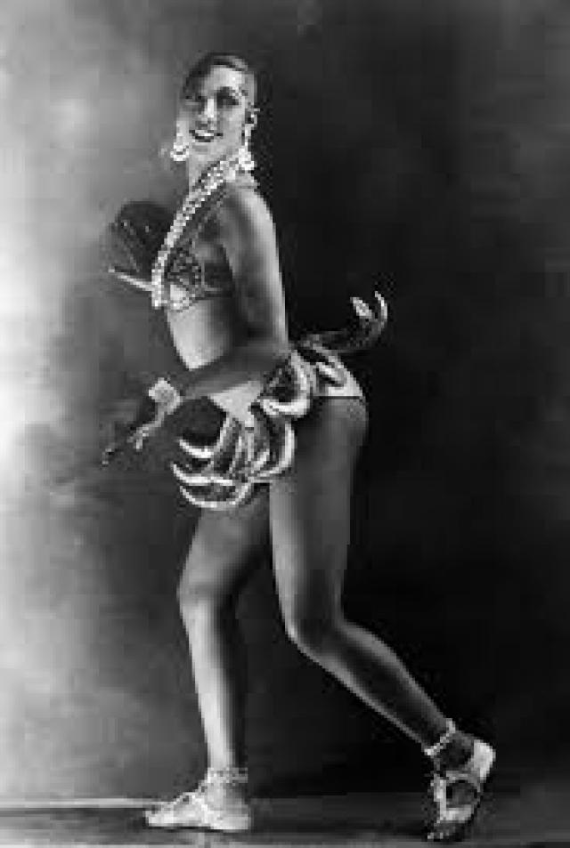 Необычная женщина прогуливалась по Парижу с пантерой на поводке, ее прозвали Черной Венерой. В 1937 году Бейкер с легкостью отказалась от американского гражданства в пользу французского.