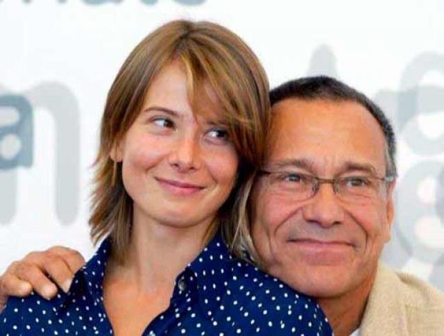 Андрей Кончаловский. Разница в возрасте между режиссером и его нынешней супругой Юлией Высоцкой - 36 лет.