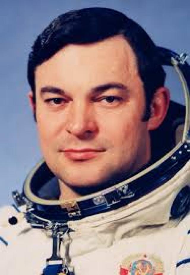 Юрий Романенко. Космонавт во время полета также встретил НЛО.