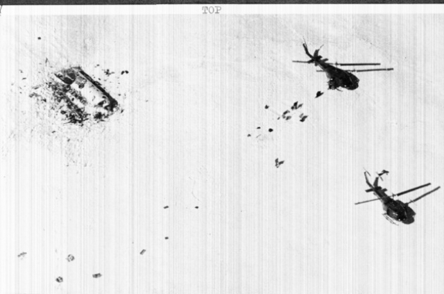 22 декабря два вертолёта достигли места крушения самолёта, но из-за плохой погоды и невозможности вернуться сюда ещё раз в этот же день спасательная экспедиция забрала только половину пассажиров.