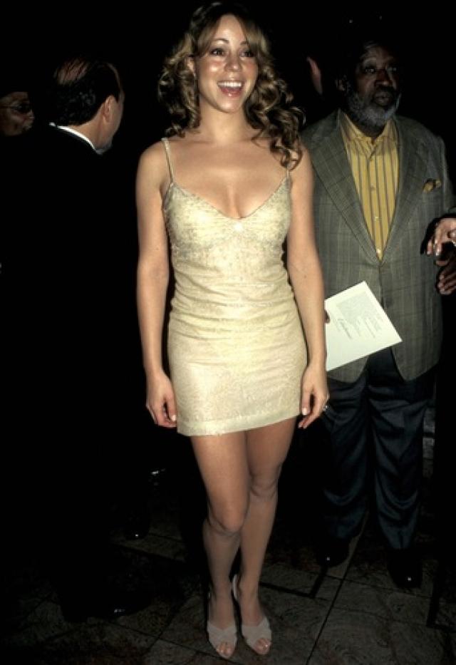 Мэрайя Керри относится к тем знаменитостям, которые постоянно оказываются на страницах таблоидов из-за набора и потери веса. Во время беременности она набрала 30 кг, но ей удалось быстро привести себя в форму.