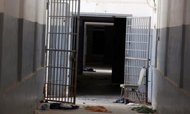 Другой заключенный вспоминал, что вместе с 12 товарищами его поместили в крохотную камеру, в которой не было даже матрасов, а вместо туалета в полу была дыра, которую приходилось прочищать собственными руками.