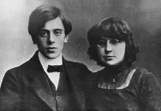 Марина Цветаева . В 1914 году Цветаева уже заявила о себе как талантливая поэтесса. Она уже была любимой женой красавца Сергея Эфрона и молодой матерью. Они жили в достатке, но Марину, как увлекающуюся натуру постоянно будоражили какие-то страсти.