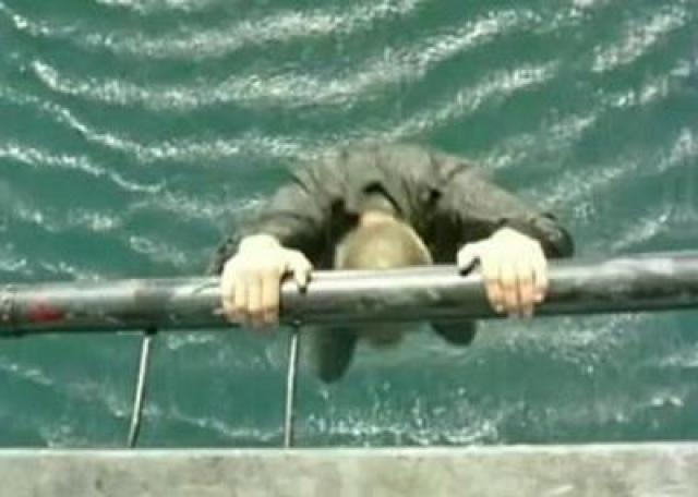 Авторы решили снять падение человека с вертолета в воду с десятиметровой высоты – сам по себе трюк не такой уж опасный. Висящий на вертолете Клинт Карпентер разжал руки, и полетел навстречу своей смерти. При ударе о воду он неожиданно потерял сознание, и остался лежать на поверхности воды лицом вниз. Помощь подоспела слишком поздно: каскадер успел захлебнуться.