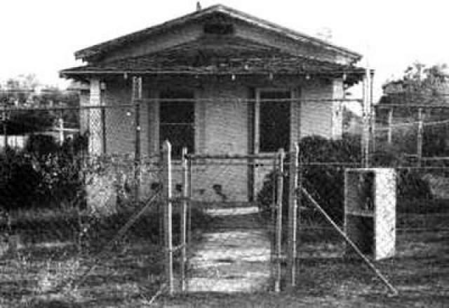 В августе 1965-го года Шмид собрался порвать с Гретхен, но когда он попробовал сделать это, она заявила, что пойдет в полицию и расскажет об убийстве. Шмидзадушил Гретхен Фриц, а затем убил и ее 13-летнюю сестру Венди. Их тела он затем похоронил в пустыне. Дом, где были убиты девушки