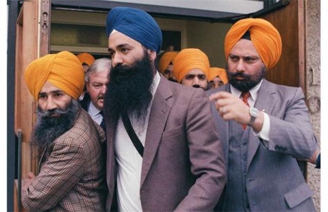 """А в 2001 году канадские власти предъявили обвинение Л. Сингху, отбывавшему срок в тюрьме Ванкувера, в организации взрыва самолета """"Эйр Индиа"""" (рейс 182)."""