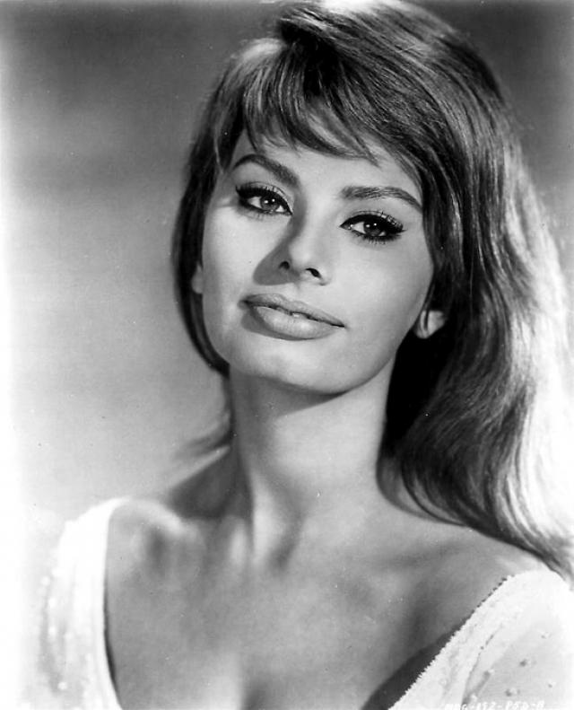 """Софи Лорен. В 1960 году Софи Лорен за фильм """"Чочара"""" (La ciociara) получила самые престижные премии - кинофестиваля в Каннах и американского """"Оскара""""."""