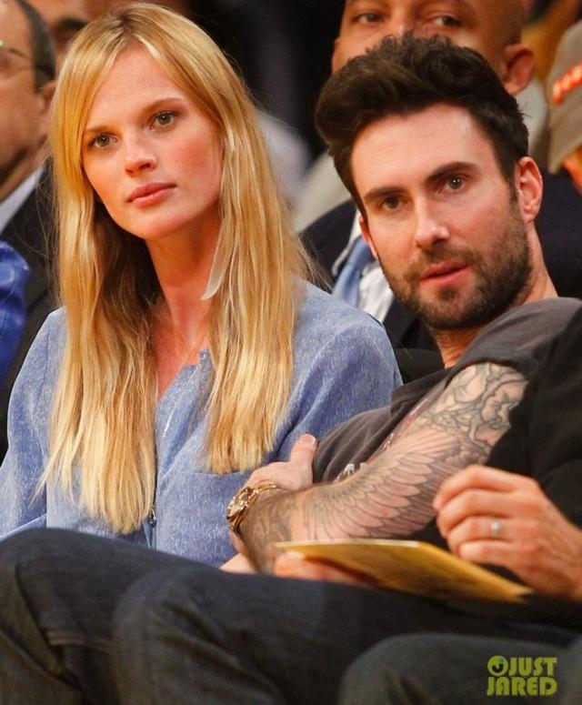 Анна Вялицина и Адам Левайн. Пара познакомилась на вечеринке журнала Sports Illustrated, посвященной выходу Swimsuit Issue 2010 года. Анна была одной из моделей, снимавшихся для издания, а Адам выступал на мероприятии со своей группой.