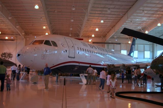 Сначала самолет стоял без двигателей. Полностью самолет представлен к осени 2012 года.