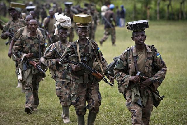 В ночь на 7 апреля на улицах Кигали появляются блокпосты, патрули руандийской армии и интерахамве - молодежной армии.