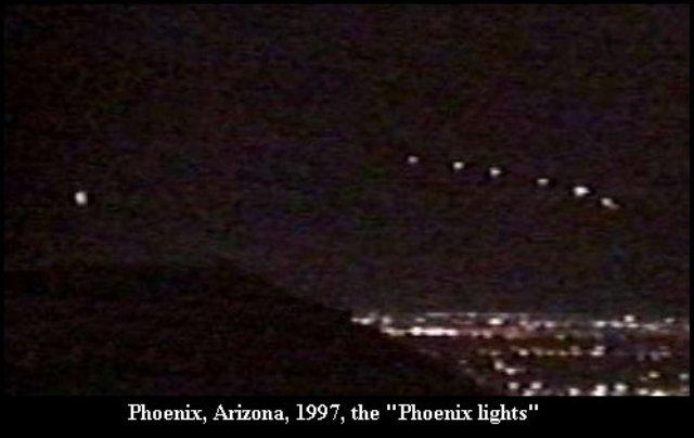 Огни над Фениксом, 1997. Возможно, одним из наиболее знаменитых случаев появления НЛО стоит считать множество свидетельств жителей Аризоны, среди которых был и сам губернатор штата.