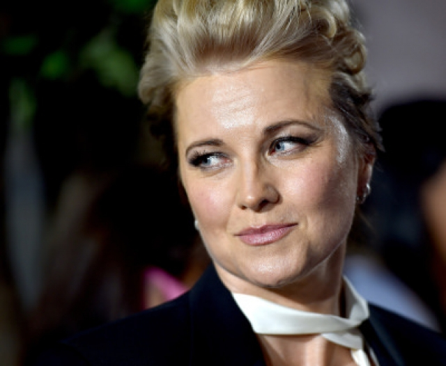 Сейчас 48-летняя актриса замужем за продюсером и режиссером Робертом Дж. Тейпертом и воспитывает троих детей: девочку от первого брака с одноклассником Гартом Лоулессом и двух сыновей от нынешнего супруга.