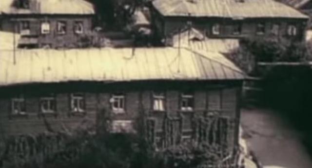 Жили в Новочеркасске и без того не богато, остро стояла проблема жилья: многие жили в бараках, а у тех, кто снимал комнату, на это уходило до третьей части зарплаты.