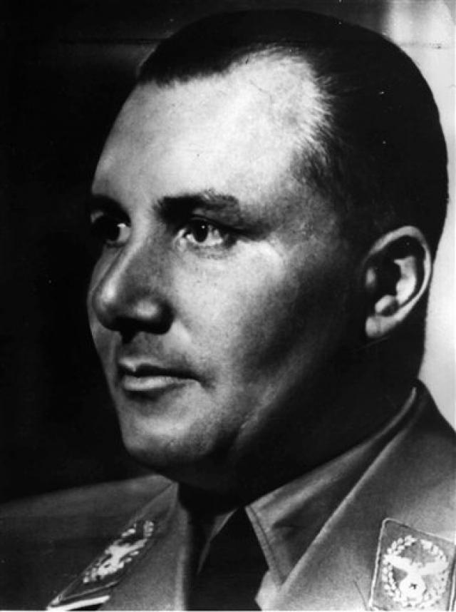 Приключениям Бормана не помешало даже решение суда относительно того, что Мартина Бормана следует считать умершим 2 мая 1945 года в 24.00. В одном из берлинских загсов сообщение о его кончине было зарегистрировано под номером 29223. Церемония прошла тихо и не вызвала интереса у публики.