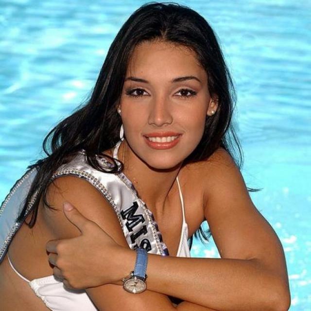 Амелия Вега, Доминиканская республика. «Мисс Вселенная — 2003». 19 лет, рост 186 см, параметры фигуры 88−60−90.