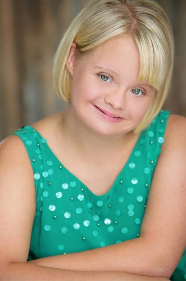 """Актриса стала известной после роли Бекки в телешоу """"Ликование"""" (Glee)."""