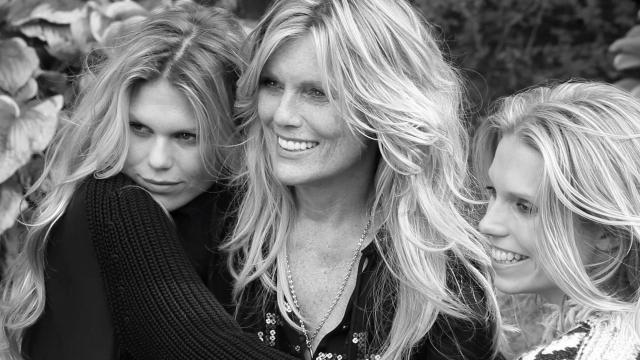 Патти Хансен. Дочери модели и музыканта Кита Ричардса, Александра и Теодора Ричардс, также стали весьма успешны в мире моды.