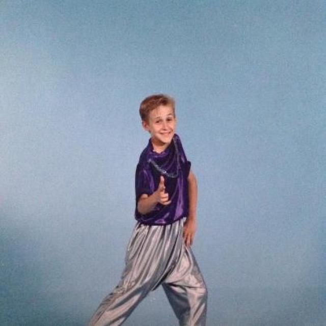 Райан Гослинг. Теперь знаменитый актер как ни странно начинал как певец и танцор и занимался… балетом.