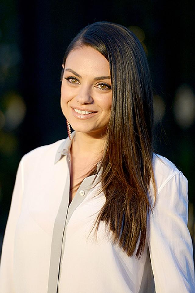 Мила Кунис. Будущая голливудская актриса уехала со своей семьей в США, когда ей было всего 7 лет.