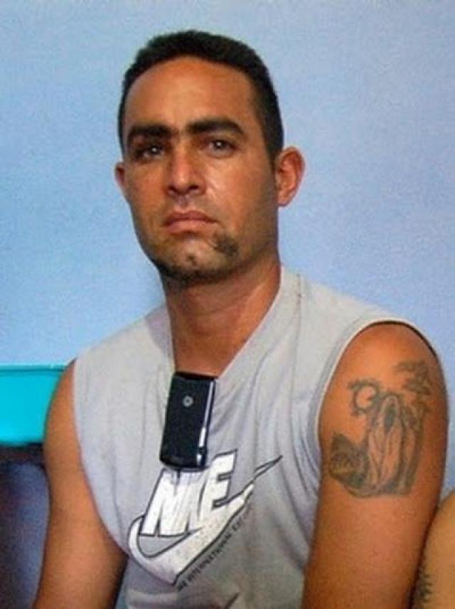 33-летний Карлос Камехо был доставлен в морг после дорожно-транспортного происшествия - медики посчитали его мертвым. Однако в процессе вскрытия из разреза на лице началось обильное кровотечение. Изумленные работники морга поспешили зашить надрез.