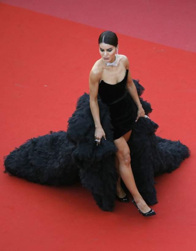 Камила Коэльо. Бразильский блогер надела самое дорогое платье на фестивале. Девушка надела платье от модного дома Ralph&Russo за 1 млн долларов.
