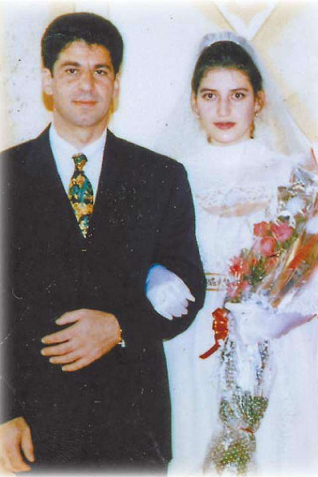 Жасмин. Певица вышла замуж за бизнесмена Вячеслава Семендуева в 1996 году. Муж вкладывал много финансов в карьеру начинающей исполнительницы. Однако взамен он требовал полного повиновения своим желаниям. Когда выяснилось, что у девушки есть собственное мнение, супруг буквально озверел.