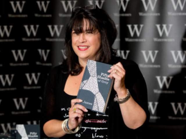 Позднее она начала писать по ним фантики, а со временем решила создать и полноценный роман, который стал бестселлером