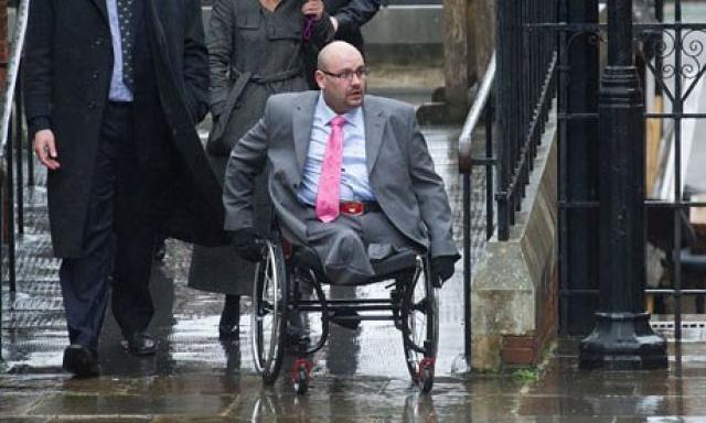 """Дэниел Биддл, серьезно пострадавший в результате взрыва, сказал, что видел """"большую белую вспышку""""."""