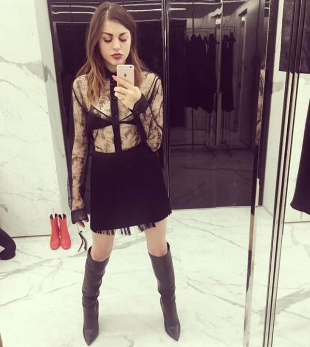 Недавно Френсис стала амбассадором модного дома Marc Jacobs и снялась в рекламе весенне-летней коллекции бренда.
