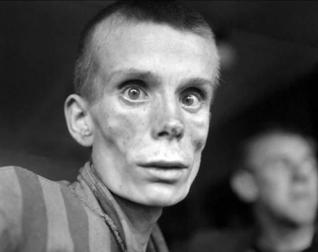 Не считая покалеченные жизни своих испытуемых, за время работы врач отправил более 400 000 человек в газовые камеры и лагеря смерти.