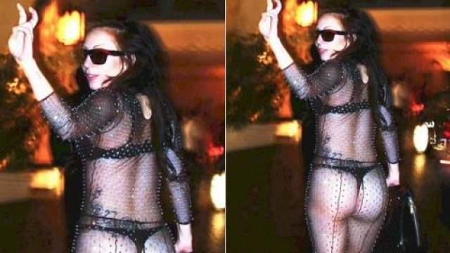 Леди Гага Никогда не боится показать много. Этот смелый наряд певицы открывает больше, чем хотелось бы видеть.