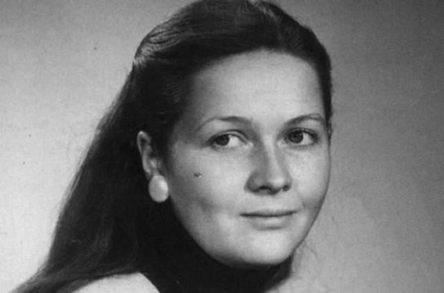 """Наталья Гундарева, 1948-2005. В 1973 году, когда Наталье Георгиевне предложили сыграть в фильме """"Осень"""", она была на третьем месяце беременности. Чтобы не отказываться от главной роли, актриса избавилась от ребенка. Больше иметь детей актриса не смогла, и это было ее огромной бедой."""