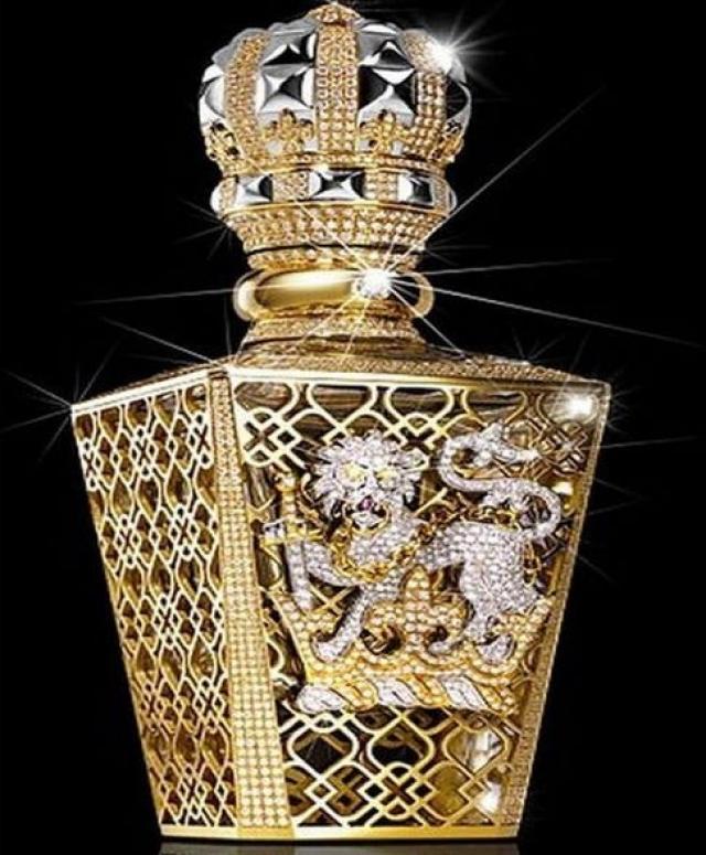 Стоимость унции духов стоит $2 350 и они поставляются в коробке ограненной золотом 24 карат и 5 каратным алмазом, врезанным во флакон.