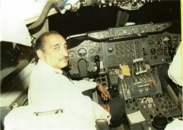 В Монреале у рейса 182 сменился экипаж. Состав нового экипажа рейса 182, летевшего по маршруту Монреаль-Лондон-Дели-Бомбей, был таким: 56-летний Ханс Сингх Нарендра, очень опытный пилот, проработал в авиакомпании Air-India 29 лет.