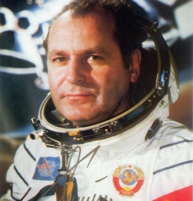 Подобные ощущения испытывали и люди, которые посетили космос позже. Например, Владислав Волков рассказал о странных звуках, которые буквально окружали его во время пребывания в космосе.