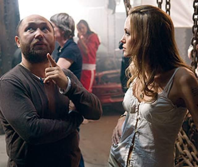 """Анджелина Джоли, """"Особо опасен"""" (2008). Это не российский на 100% фильм, так как снимался он в Голливуде, однако режиссером был Тимур Бекмамбетов, который лично проводил кастинг на все роли."""