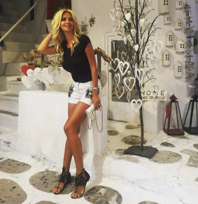 """Сейчас она выглядет совсем иначе, чем в начале своей карьеры. Кстати, у """"Мисс России-2003"""" 43 размер ноги, но модель грамотно выбирает ракурсы и обувь и ее нисколько не смущает этот факт."""