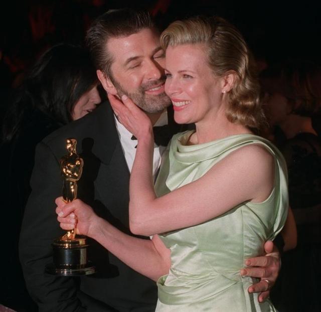 Алек Болдуин. Первой женой актера была Ким Бейсингер, с которой он расстался через девять лет совместной жизни.