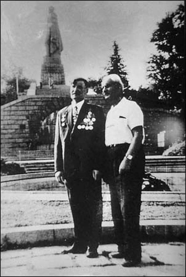 Особенно тесно Алексей Иванович сдружился с Методи Витановым , который и передал скульптору этот эскиз.
