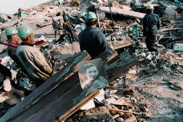 Землетрясение в Нефтегорске. Землетрясение магнитудой 7,2 по шкале Рихтера, произошедшее ночью 28 мая 1995 в 1:04 местного времени на острове Сахалин. Толчки силой от 5 до 7 баллов ощущались в городе Оха, поселках Сабо, Москальво, Некрасовка, Эхаби, Ноглики, Тунгор, Восточный, Колендо. Самый мощный толчок пришелся на Нефтегорск, который был расположен всего в 30 километрах от эпицентра землетрясения.